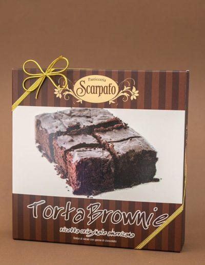 Torta Brownie al cacao con gocce di cioccolato.